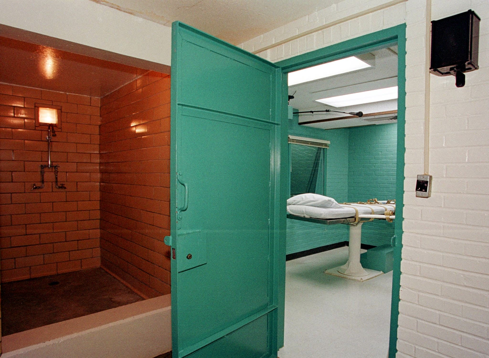 The death chamber at the Texas Department of Criminal Justice in Huntsville, Texas. strapped down to the gurney. (Paul Buck/AFP/Getty Images)
